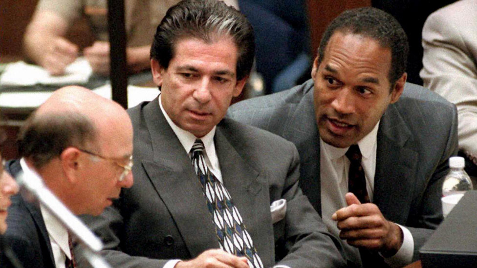 Robert Kardashian (centre) helped defend OJ Simpson