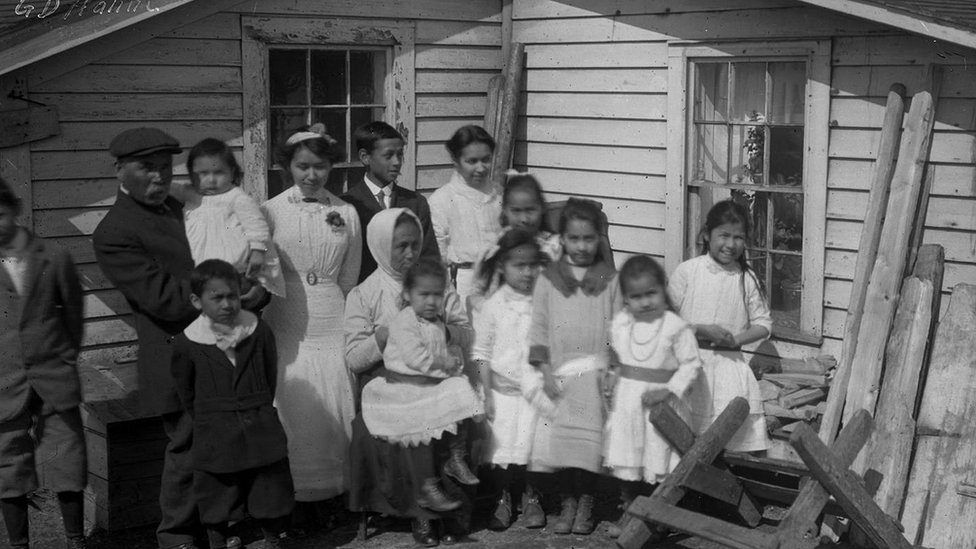 Picture of some survivors of the Spanish flu.