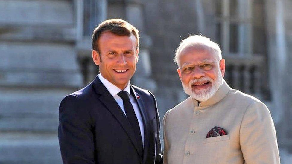 पेरिस: प्रधानमंत्री मोदी ने बोला विरोधियों पर हमला