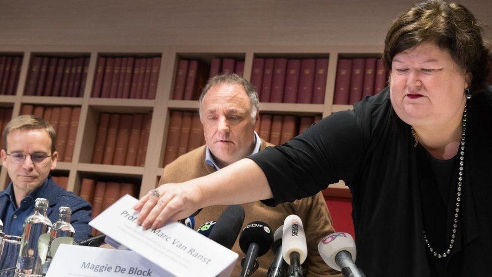 لأكثر من عام، كان مارك فان رانست هو أبرز وجه عام في تعامل بلجيكا مع كوفيد