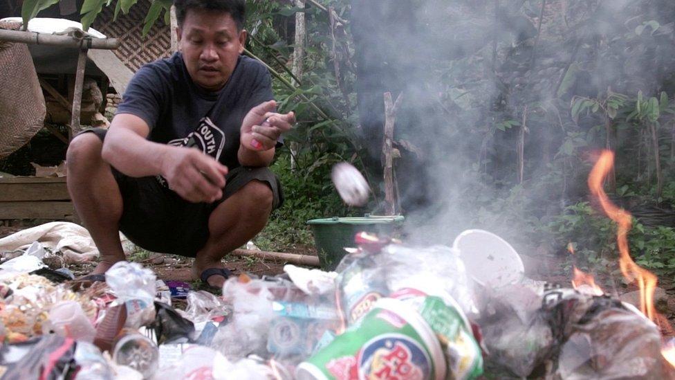 Sampah plastik di area Suku Baduy Dalam meningkat dengan naiknya wisatawan.