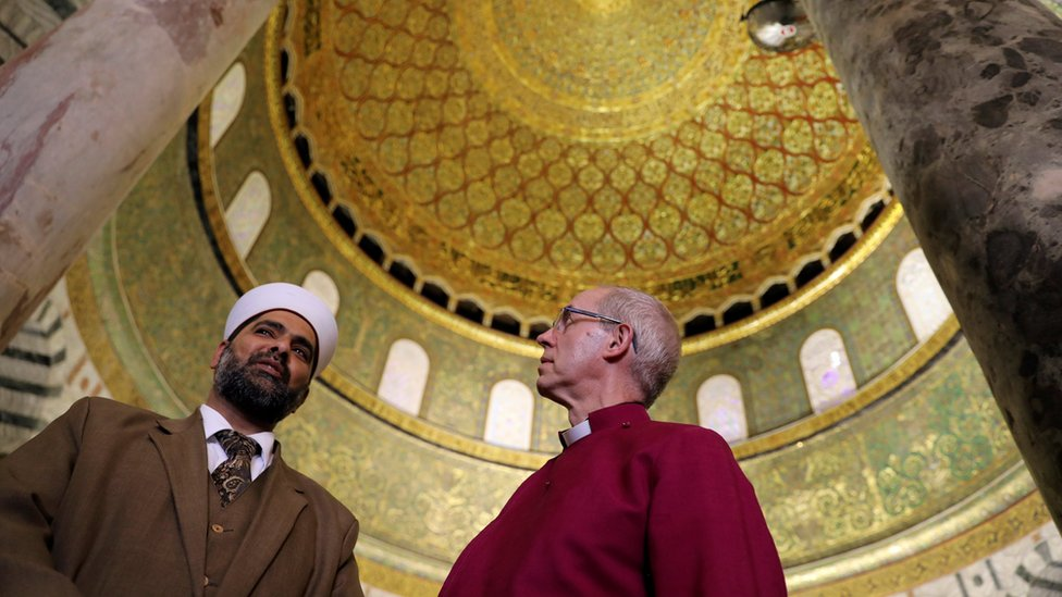 Justin Welby and Sheikh Omar al-Kiswani, the director of Al-Aqsa Mosque, during a visit to the Dome of the Rock
