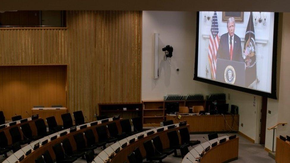 特朗普向空蕩蕩的會議室發表視頻講話
