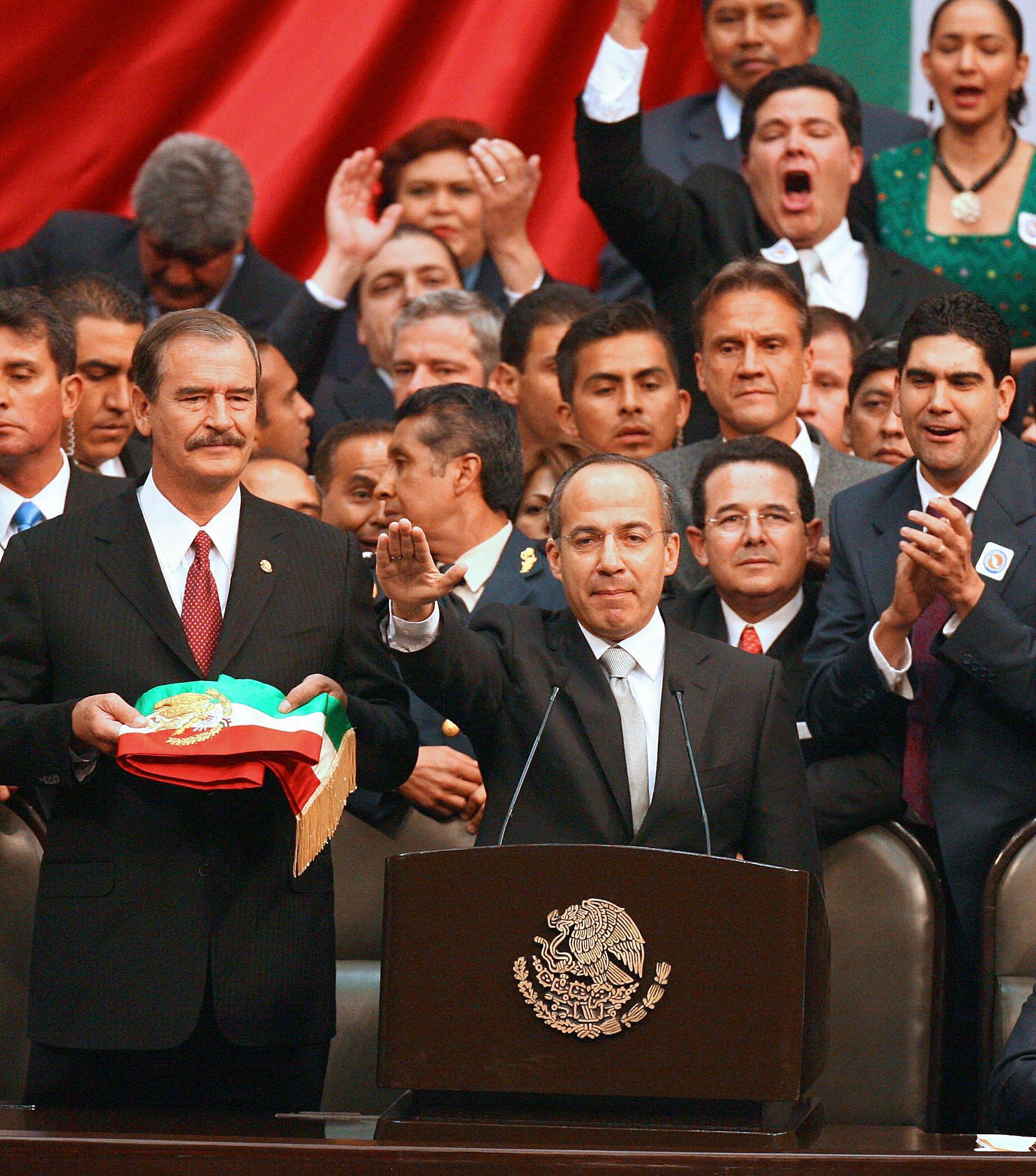 Felipe Calderón rinde su protesta presidencial