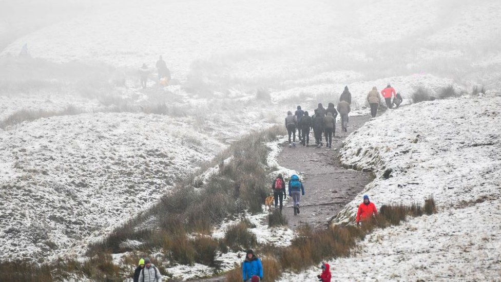 Covid: Police turn away Londoners visiting Brecon Beacons thumbnail