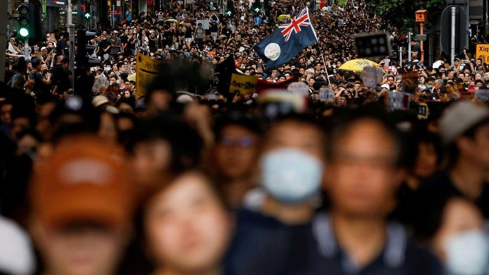 北京繞過香港立法會實施《國安法》,引起巨大國際爭議。