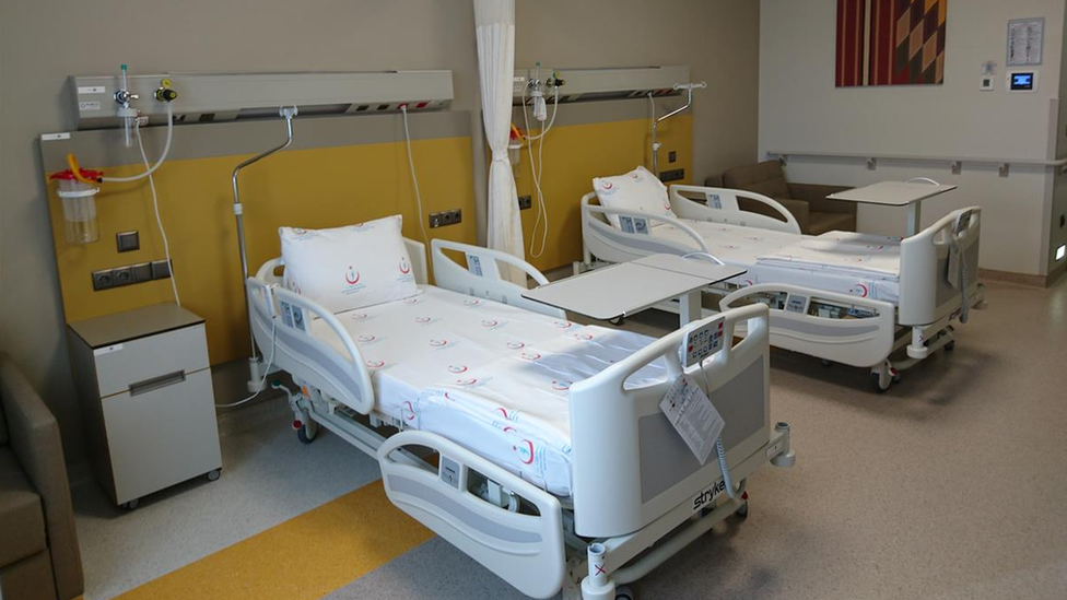 Dünya Sağlık Örgütü, 600'den fazla yatak kapasiteli hastanelerde verimliliğin düştüğünü söylüyor.