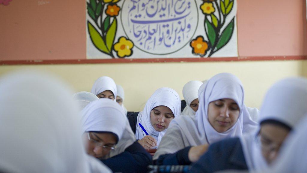 مدرسة تفرض الحجاب على طفلة تثير غضبا في مصر ووزارة التعليم تحقق