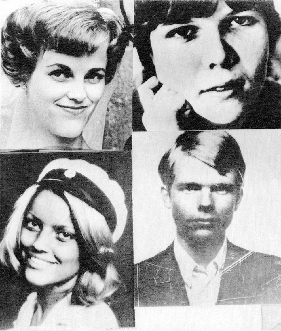 Los cuatro empleados del banco Kreditbanken rehenes: arriba, Gunnel Birgitta Lundbald, 32, izquierda y Kristin Enmark, 22, derecha; abajo, Elisabeth Oldgren (con gorra) y Sven Safstrom, 25.