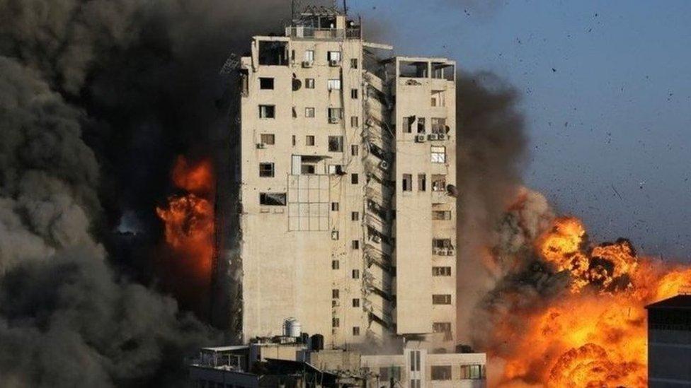 تدمير برج وسط غزة