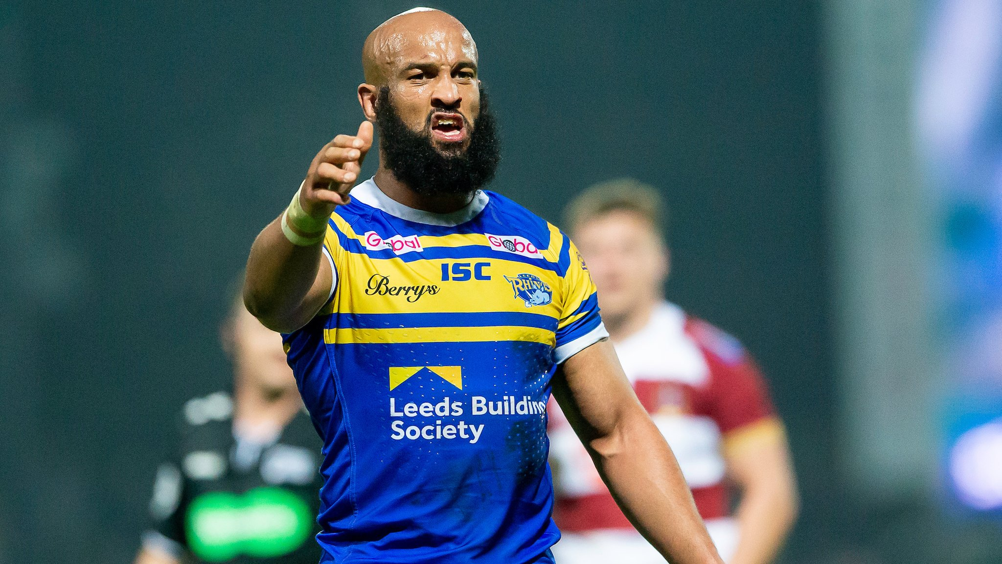 Jamie Jones-Buchanan: Leeds Rhinos stalwart agrees new deal for 21st season