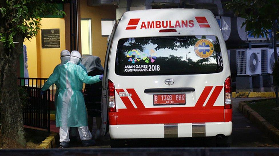 Una ambulancia en un hospital de Yakarta.