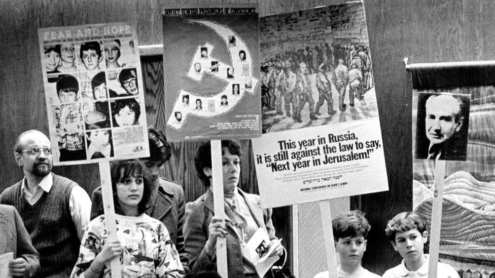 Activistas estadounidenses abogando para que se permitiera la salida de judíos de la Unión Soviética.
