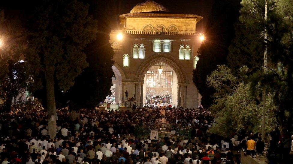 مصلون في المسجد الأقصى