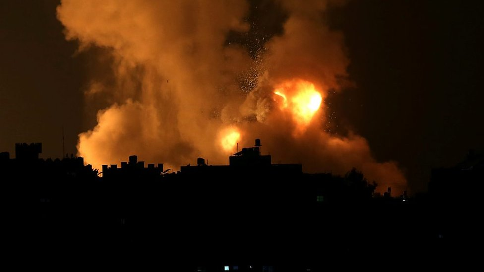 Humo y llamas sobre la Franja de Gaza