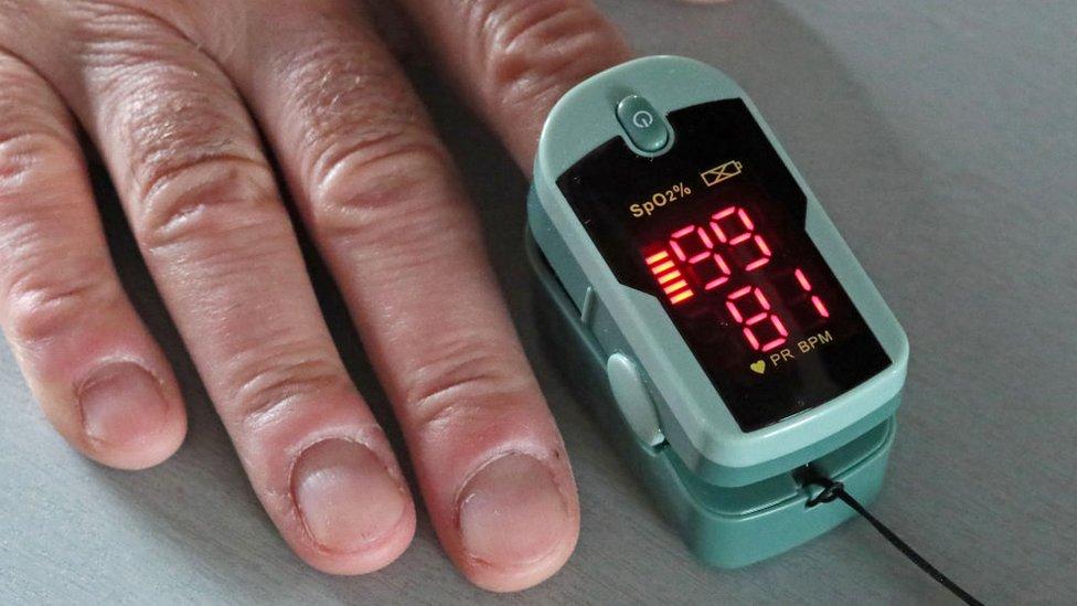 Un oxímetro de pulso