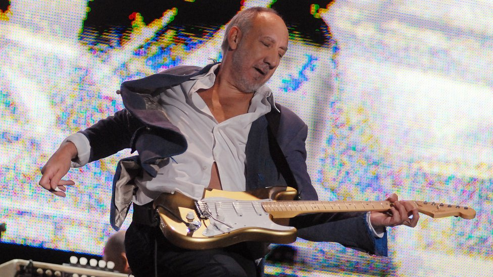 Peter Townshend performing at Glastonbury Festival in 2007