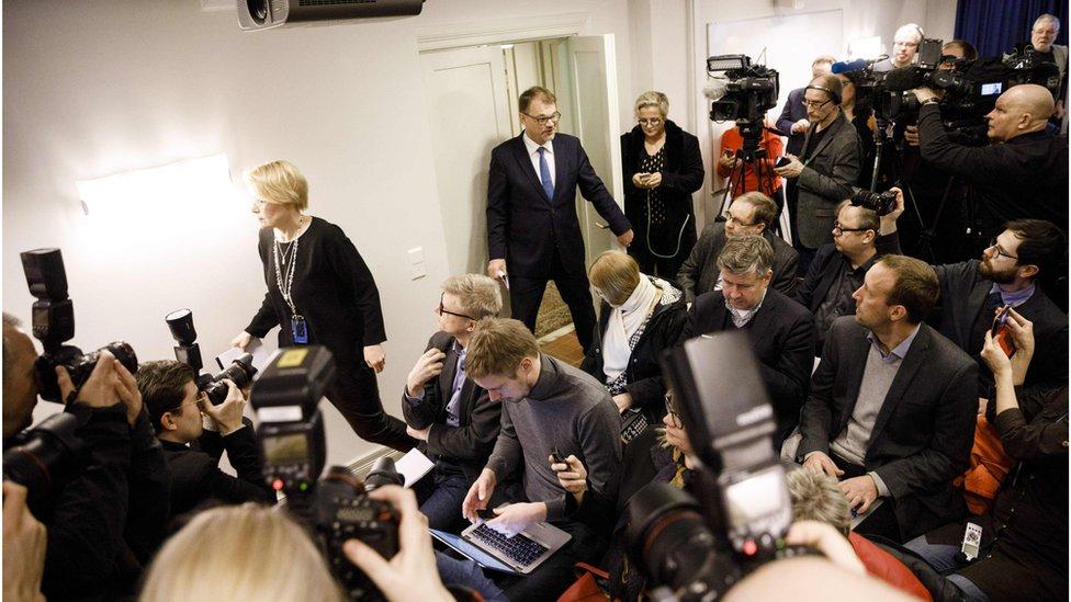 Anuncio de la renuncia del gobierno de Finlandia