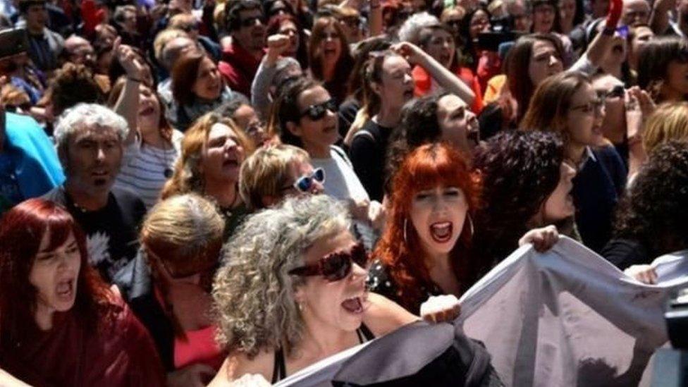 تظاهرة نسائية ضد العنف الجنسي