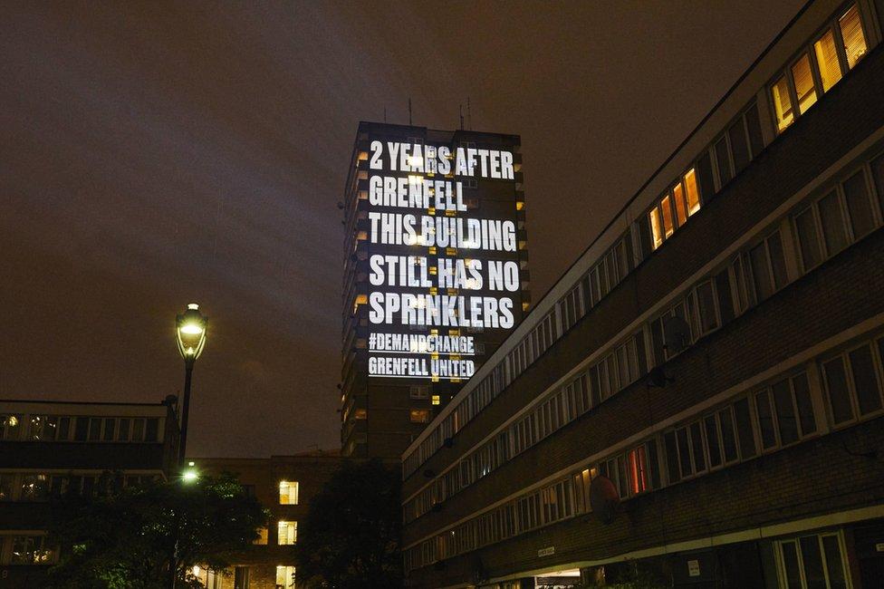 رسالة على مبنى في لندن