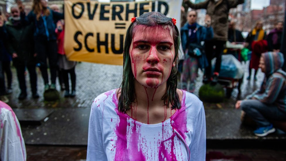 İklim aktivistleri Hollanda hükümetini yeterince hızlı hareket etmemekle suçlayarak yeni bir dava açtı