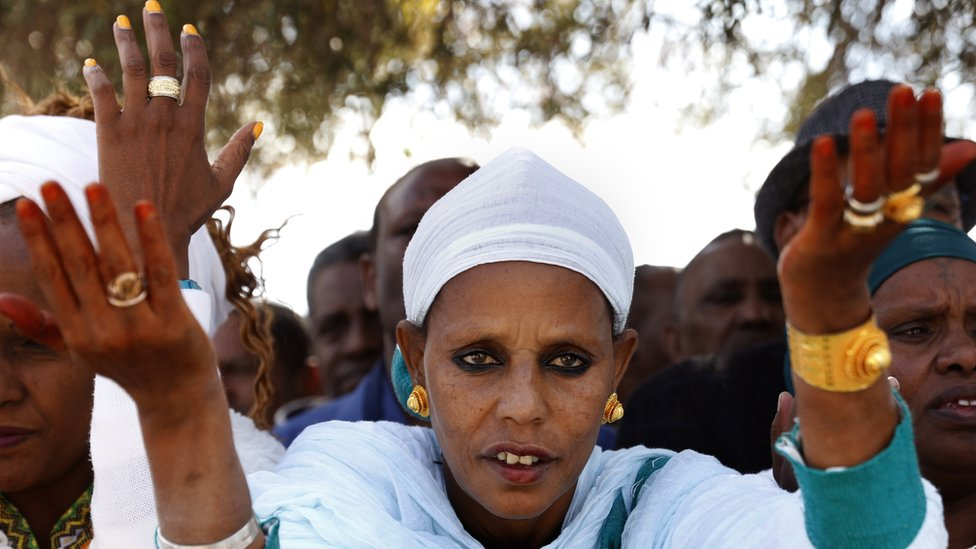 Women from the Ethiopian Jewish community pray.