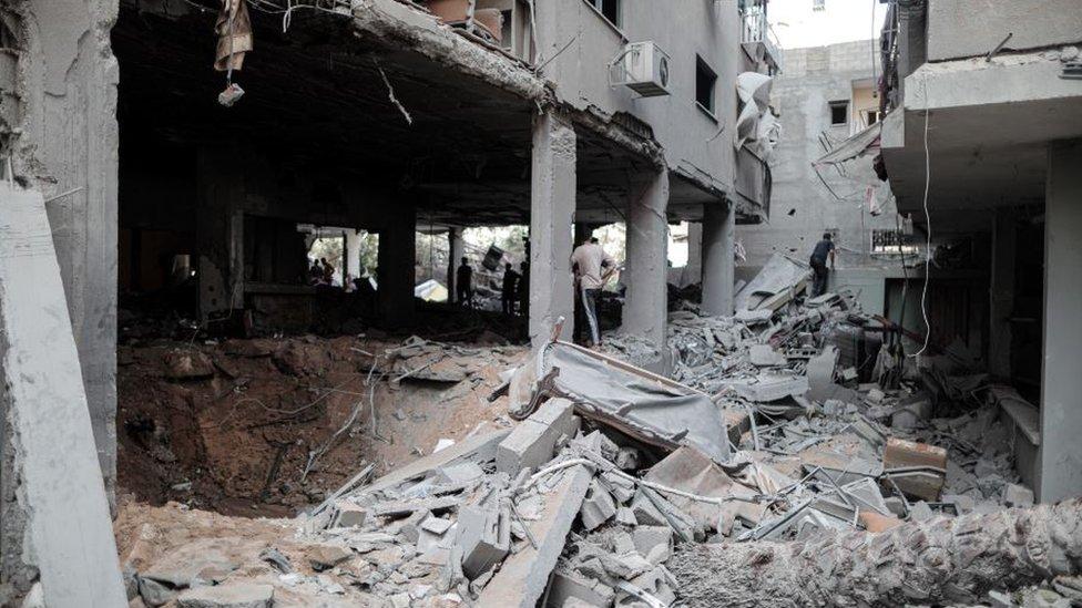 İsrail, hava saldırılarının Gazze'den atılan roketlere bir karşılık olduğunu söylüyor