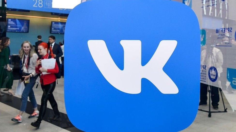 Упало все: як українці прожили рік без ВКонтакте