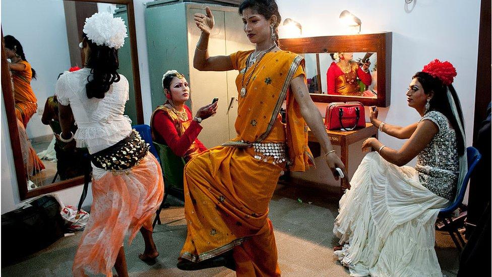 Mnogi transrodni ljudi u Bangladešu zarađuju plešući na svadbama i rođendanima