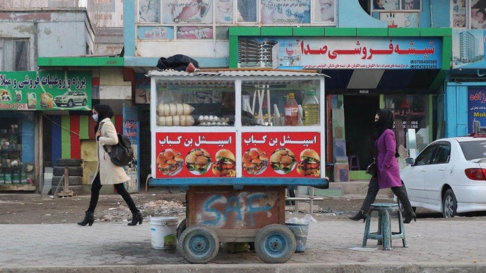 Mujeres en una calle de Kabul