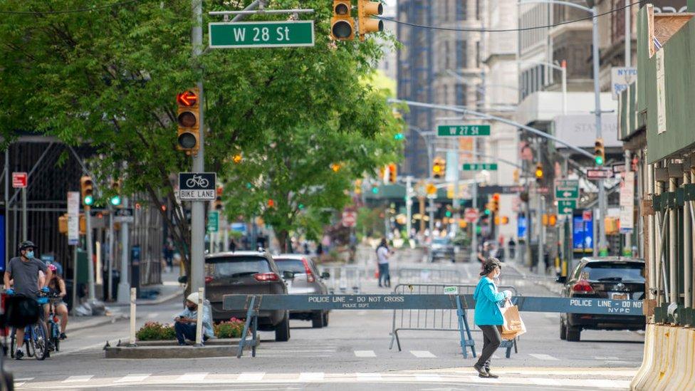 New York'ta boş bir cadde.