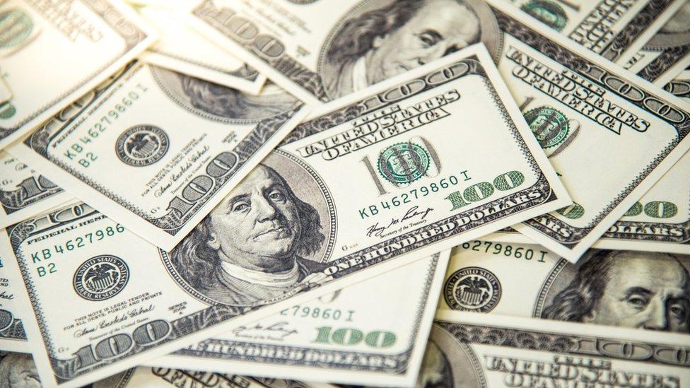 Billetes de US$100.