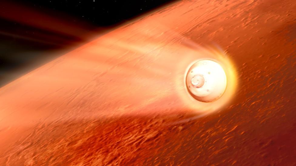 Perseverance en su cápsula protectora acercándose a Marte