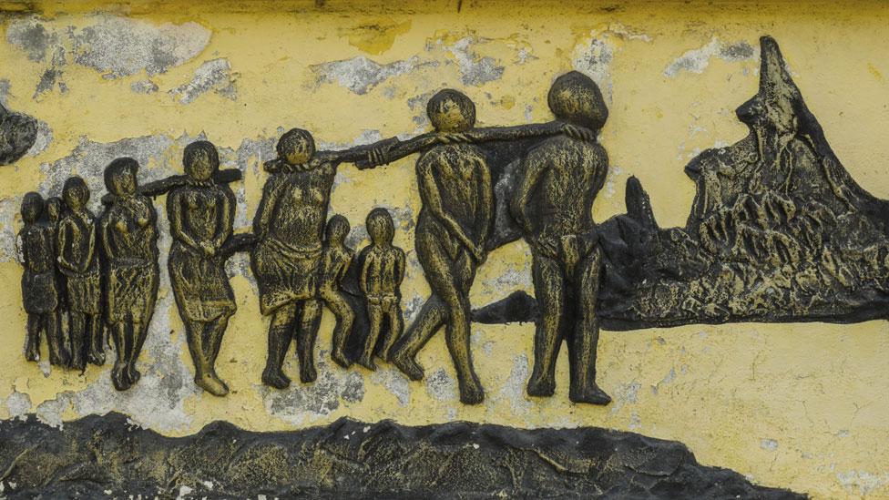 NO USAR, BBC | Estatua de la esclavitud de Benín