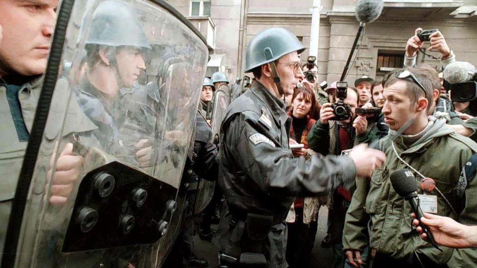 Policijski kordon tokom protesta 1996/7.
