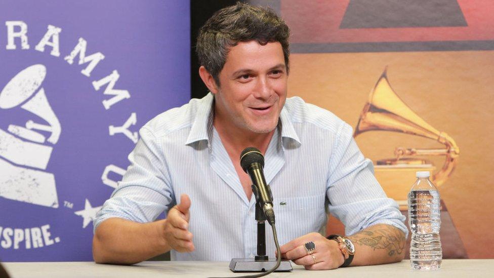 El cantante español Alejandro Sanz ha ganado varios premios Grammy en categorías de música latina.