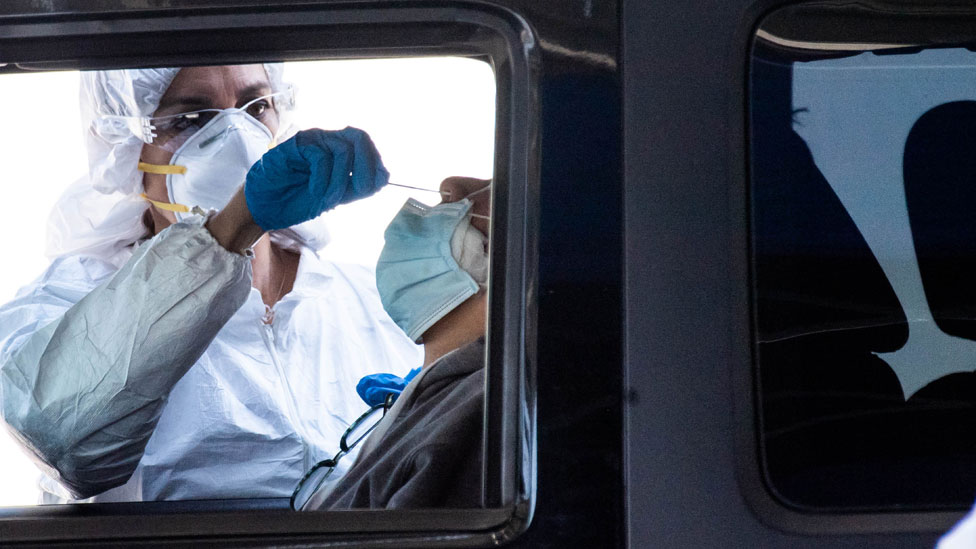 Un test de coronavirus en Los Ángeles