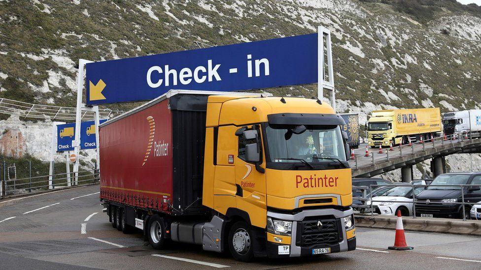 Camión en un punto de revisión aduanera