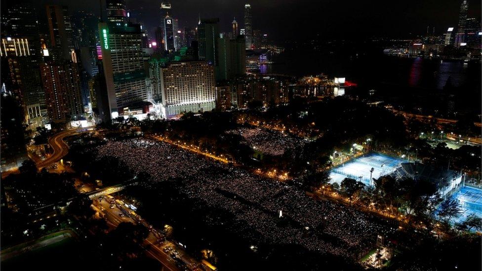 Vigilia por las víctimas de Tiananmen en 2019 en Hong Kong