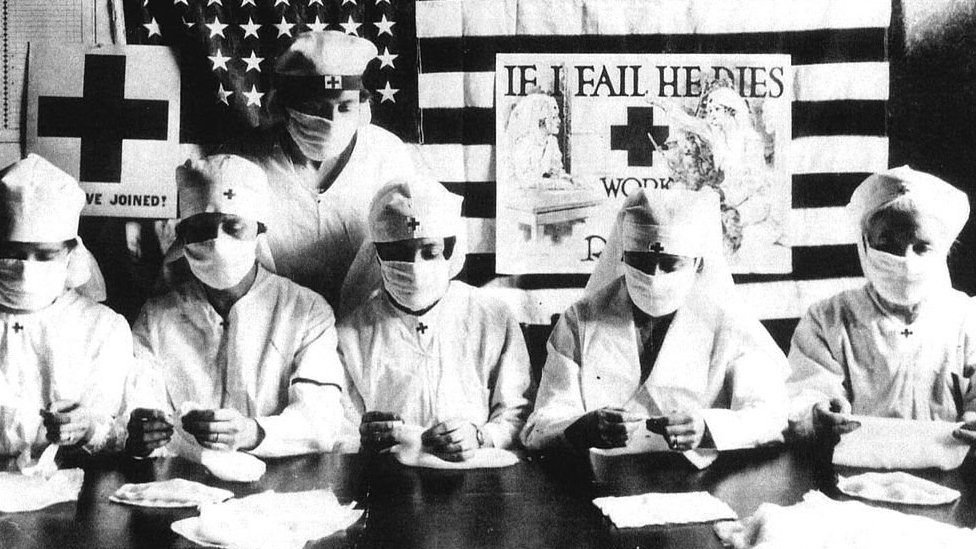 American doctors and nurses during the 1918 flu pandemic