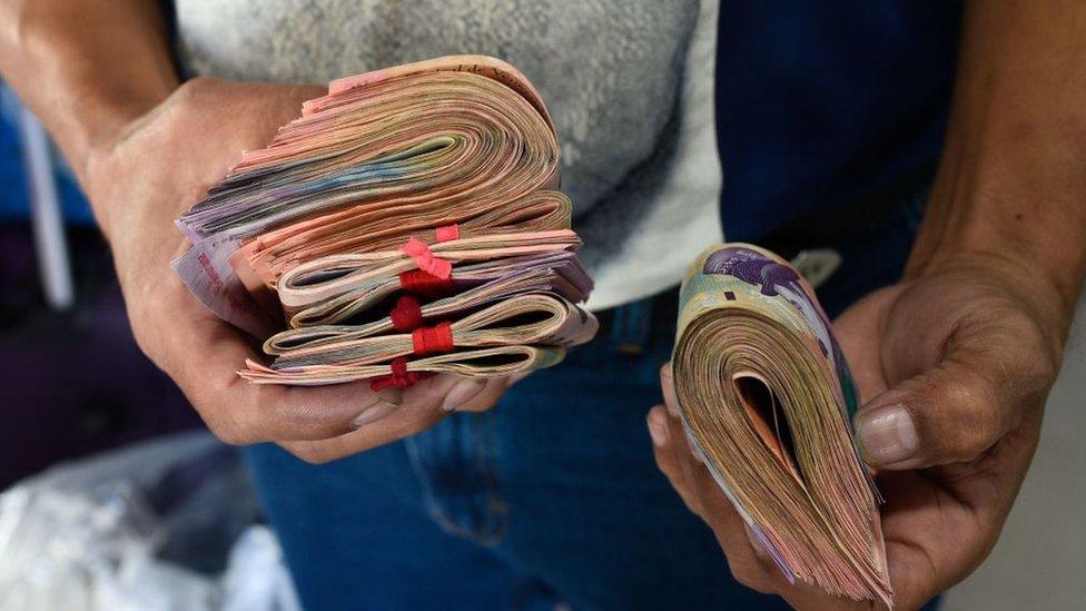 Fajos con billetes