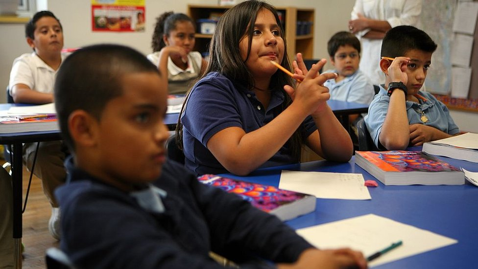 Niños en un aula de la International Charter School en Rhode Island, Estados Unidos