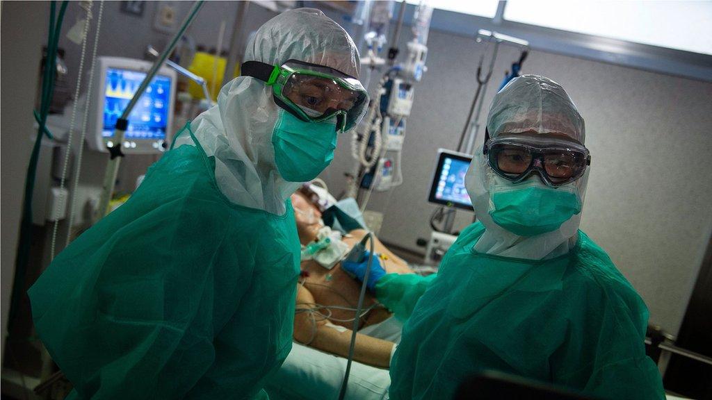 醫務人員必須佩戴的防護設備,會讓冠狀病毒患者感到整個經歷很可怕。