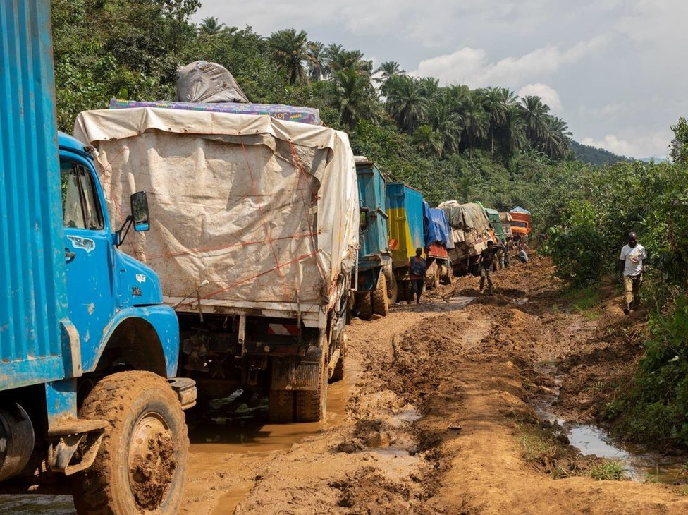 Measles in DR Congo: By air, boat and foot to deliver the vaccine thumbnail
