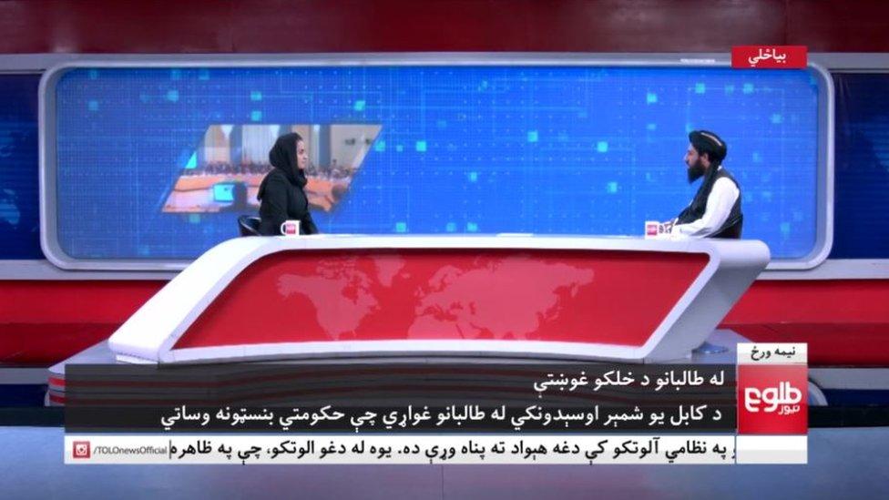 Uno de los líderes talibanes en un estudio de televisión