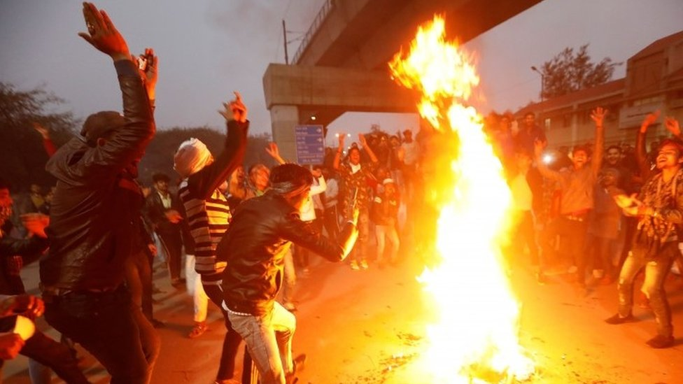 Protesters burn an effigy of Indian PM Narendra Modi in Delhi. Photo: 16 December 2019