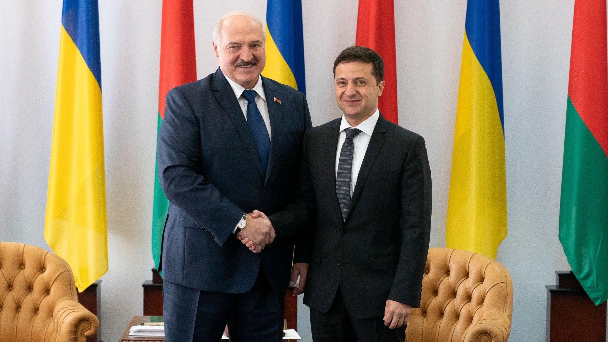 Лукашенко і п'ять українських президентів: фото