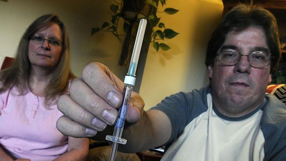 Inyección de tratamiento de interferones