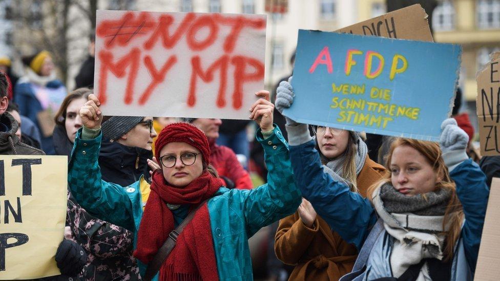 Miles de alemanes se lanzaron a las calles a protestar contra la elección en Turingia.