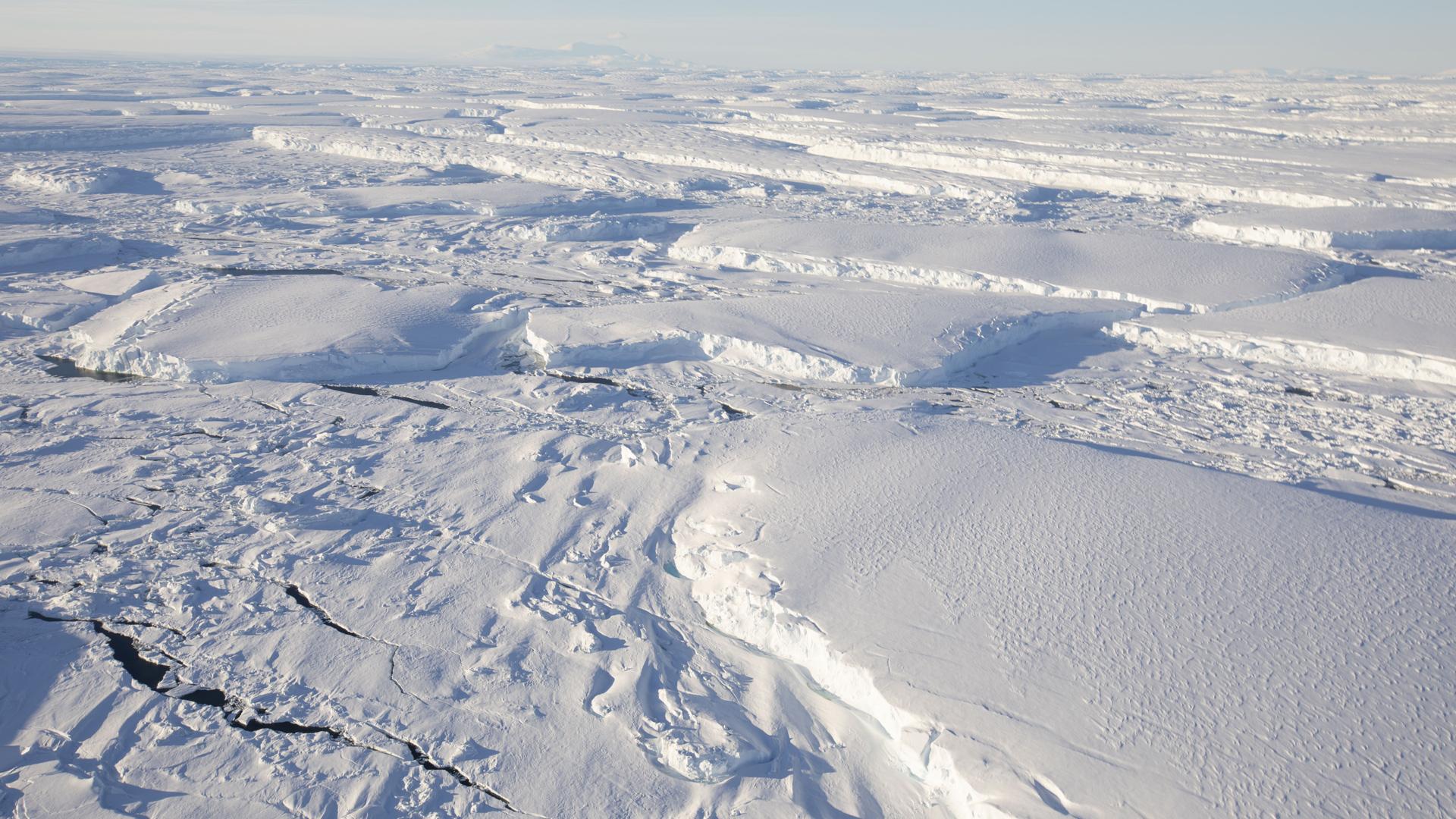 Pogled iz vazduha na zaleđeno prostranstvo